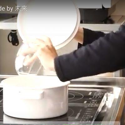 キッチンの シンクは 幅広でガス希望の画像